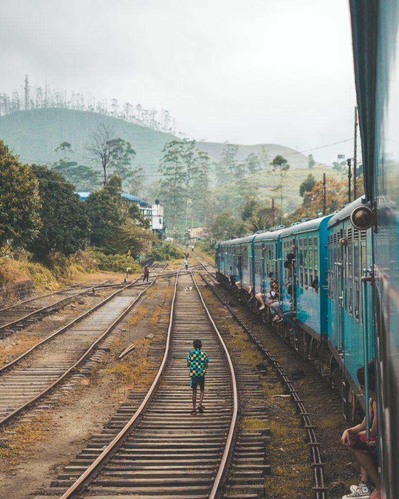 train eranda-fernando-1091184-unsplash